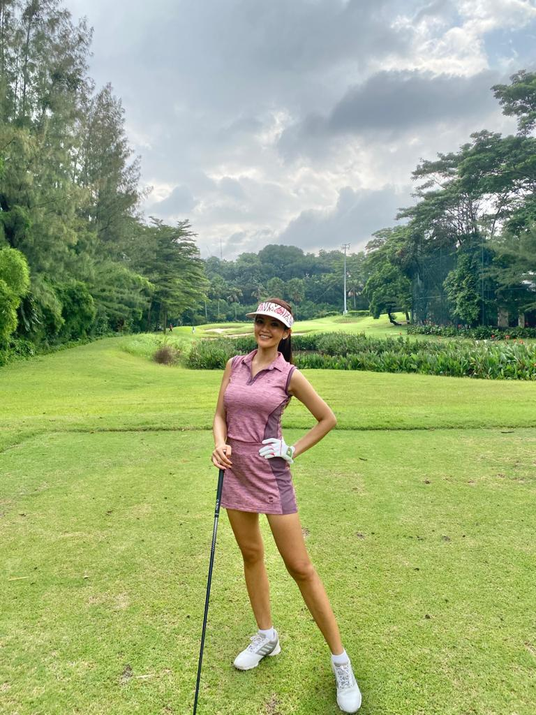 LGS-003 || Ladies Golf Skirt & Top Set Pink With Maroon Horizontal Weave Maroon Pocket